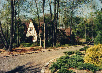 Watchung Residence - view from the driveway